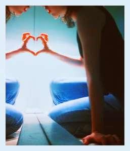 mirror-love-hand